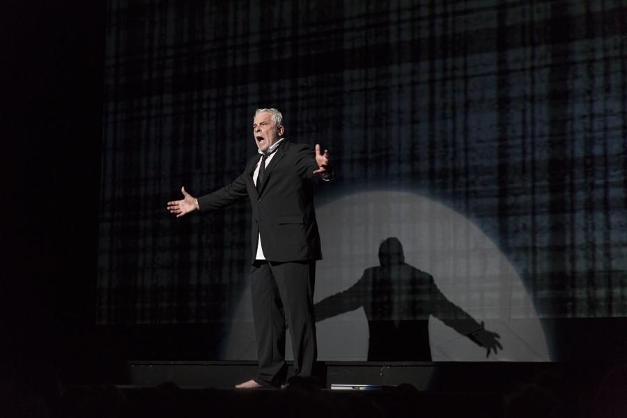 Jacques Weber dans la pièce Hôtel Europe de Bernard-Henri Lévy, en ce moment au Théâtre de l'Atelier. Photo : Yann Revol