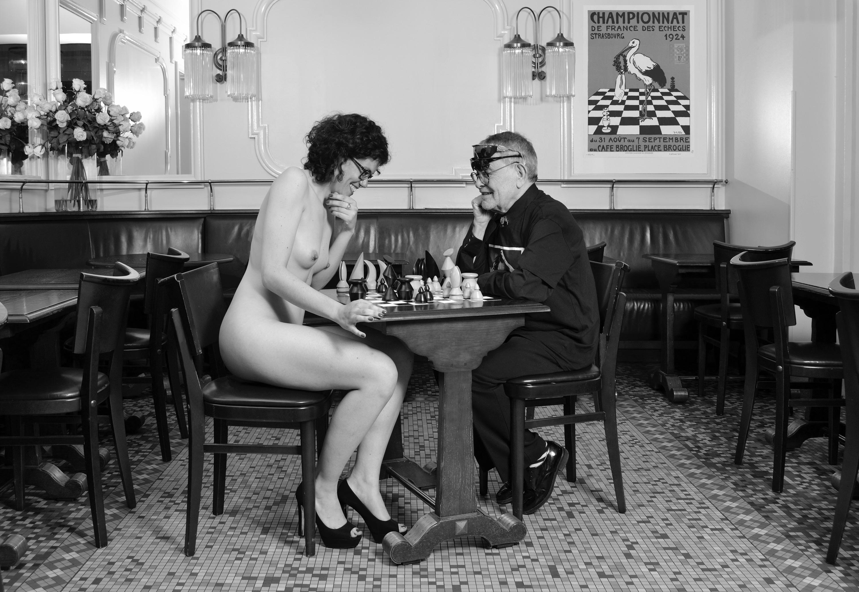 Fernando Arrabal et Mathilde Reumaux rejouent Marcel Duchamp et Eve Babitz nue aux échecs