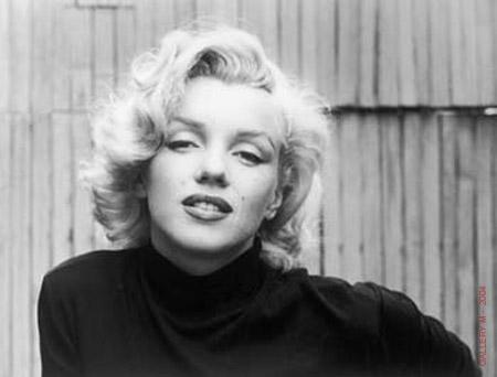 Marilyn+monroe+dead+picture