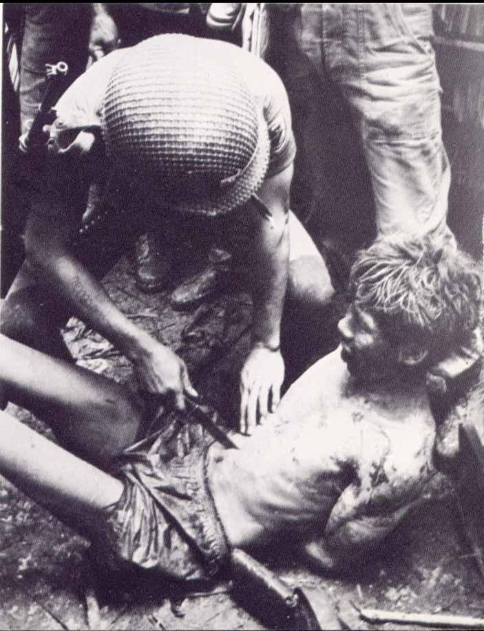 Interrogatoire au couteau par un US Ranger pendant la guerre du Vietnam