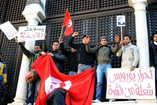 Des manifestants venus de Sidi Bouzid, le 23 janvier 2011 devant le siège du gouvernement à Tunis