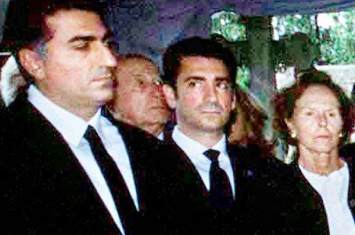 Les fils du shah d'Iran, Reza et Ali Reza Pahlavi à Paris le 16 juin 2001. Crédit AFP