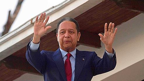 """Jean-Claude Duvalier, le """"Baby doc"""", lors de sa première conférence de presse en Haïti."""