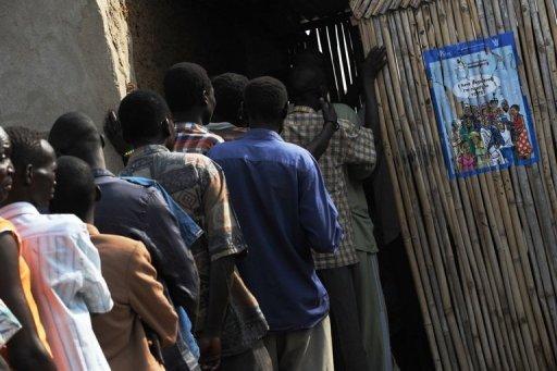 File d'attente devant un bureau de vote le 9 janvier 2011 à Juba