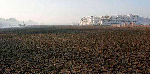 Lac d'Udaipur, en attendant la mousson