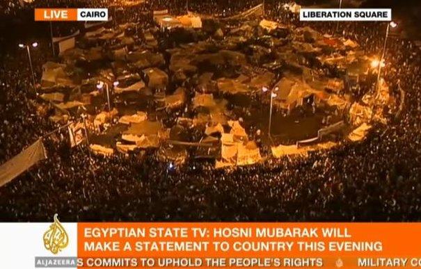 La place Tahrir ce soir à 20h30. Les égyptiens attendent le discours d'Hosni Moubarak.