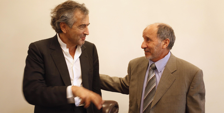 Benghazi (Libye), le 5 mars. Bernard-Henri Lévy et Mustapha Abdel Jalil, le président du Conseil national de transition.(c) Marc Roussel