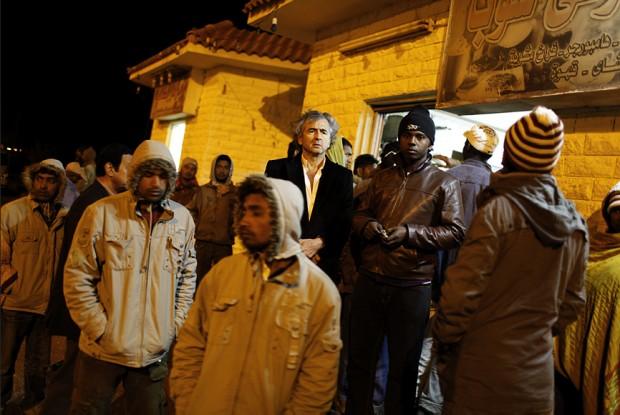Saloum. Mercenaires de Kadhafi en fuite, mêles à des réfugiés. Le 1er mars 2011.