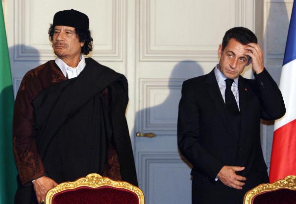 Mouammar Kadhafi et Nicolas Sarkozy