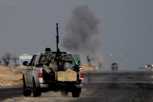 Des insurgés libyens lors d'un raid près de Ras Lanouf.
