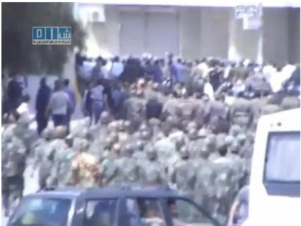 L'armée lance l'assaut contre des manifestants