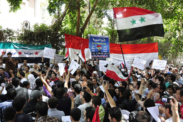 De la rue, les manifestations syriennes se répercutent sur Internet pour sensibiliser la communauté internationale.