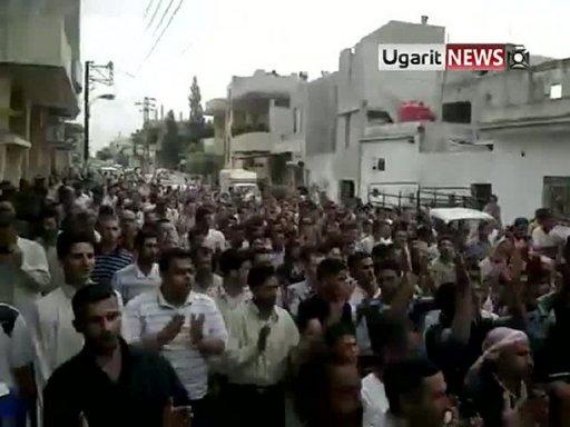 Capture d'écran YouTube d'une manifestation anti-gouvernement à Hama, le 8 juillet 2011