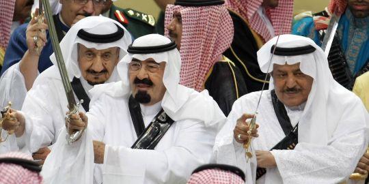 Le roi Abdallah Ben Abdel Aziz (au centre) en mars 2010
