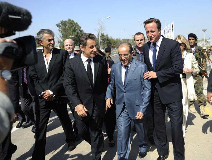 Bernard-Henri Lévy, Nicolas Sarkozy et David Cameron en Libye. © Marc Roussel