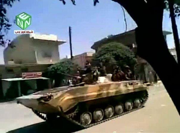 Un char syrien dans une rue de Kafr Nabl, le 12 août 2011.