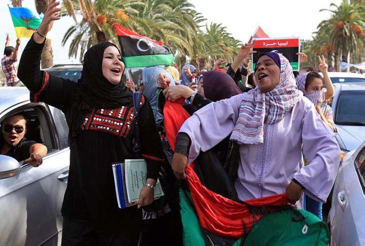 A Tripoli, des Libyens laissent éclater leur joie. AFP