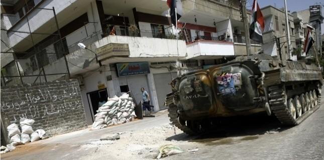Un char stationné dans une rue de Homs. DR