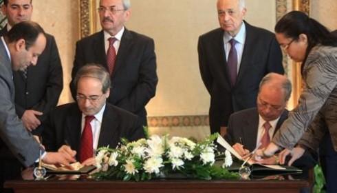 Fayçal al-Maqdad signait au Caire un document autorisant une délégation de la ligue arabe à se rendre en Syrie