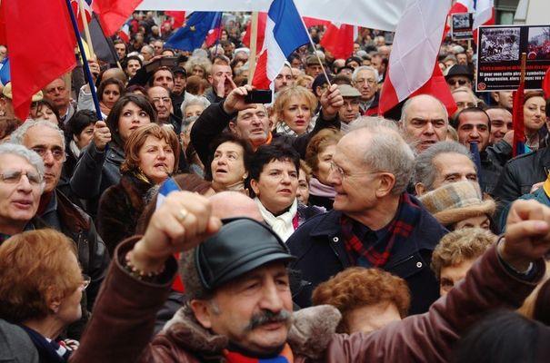 Plusieurs centaines de manifestants se sont rassemblés hier pour dire non au négationnisme.