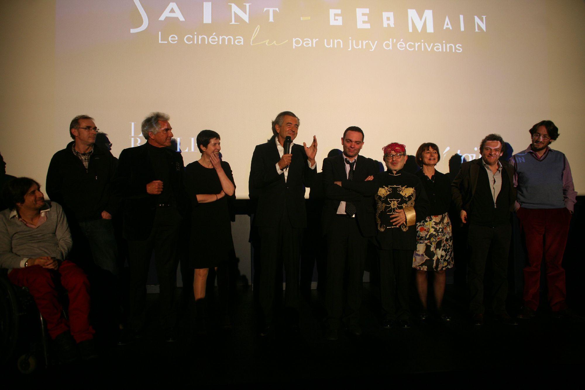 Les-membres-du-jury-cloturent-la-soiree-de-remise-du-prix-Saint-Germain