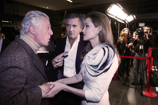 Gilles Hertzog, Bernard-Henri Lévy et Angelina Jolie lors de l'Avant-Première parisienne du film