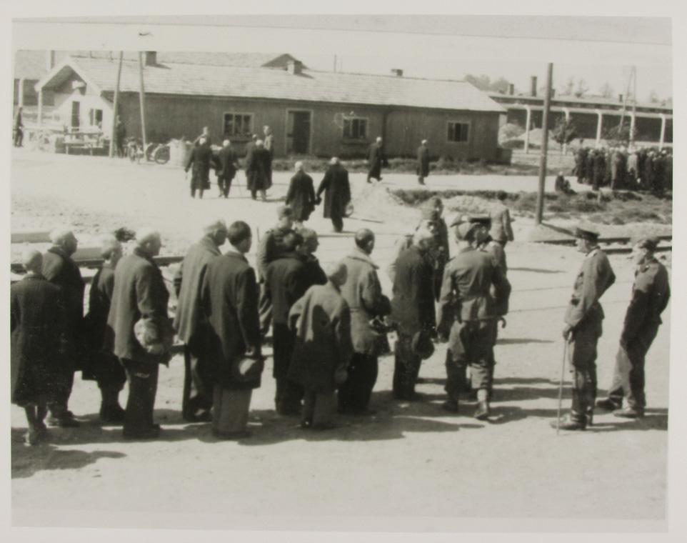 1943. Camp d'Auschwitz. Photo récupérée des Archives du Auschwitz-Birkenau Museum à Oświęcim, en Pologne.