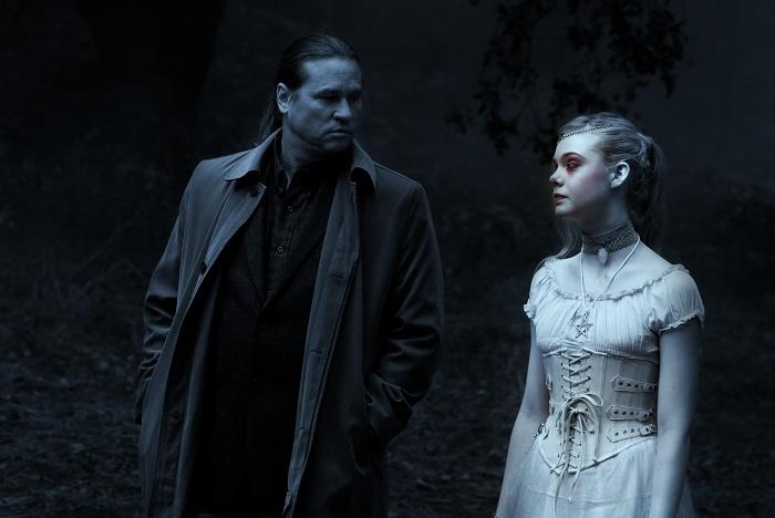 Elle Fanning et Val Kilmer dans une scène de Twixt