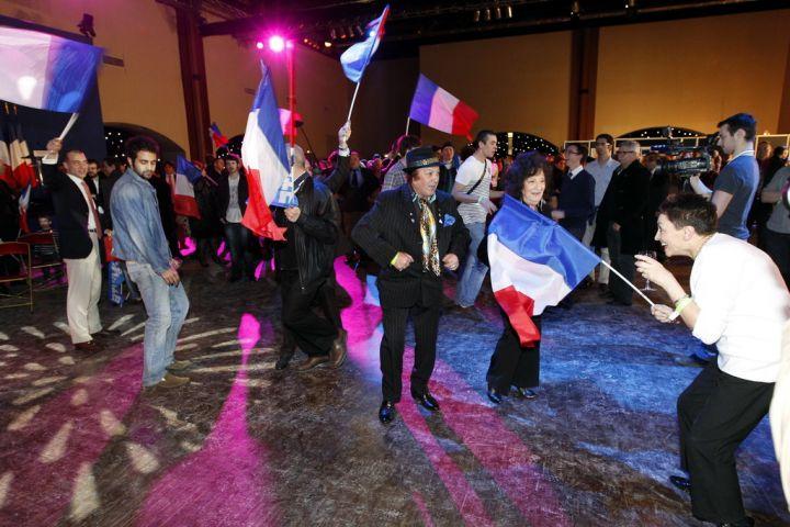 Après le discours de leur candidate, les militants du FN ont osé quelques pas de danse.