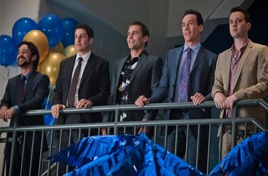 Kevin, Jim, Stifler, Chris et Paul, les protagonistes de American Pie, treize ans après avoir conclu le fameux pacte