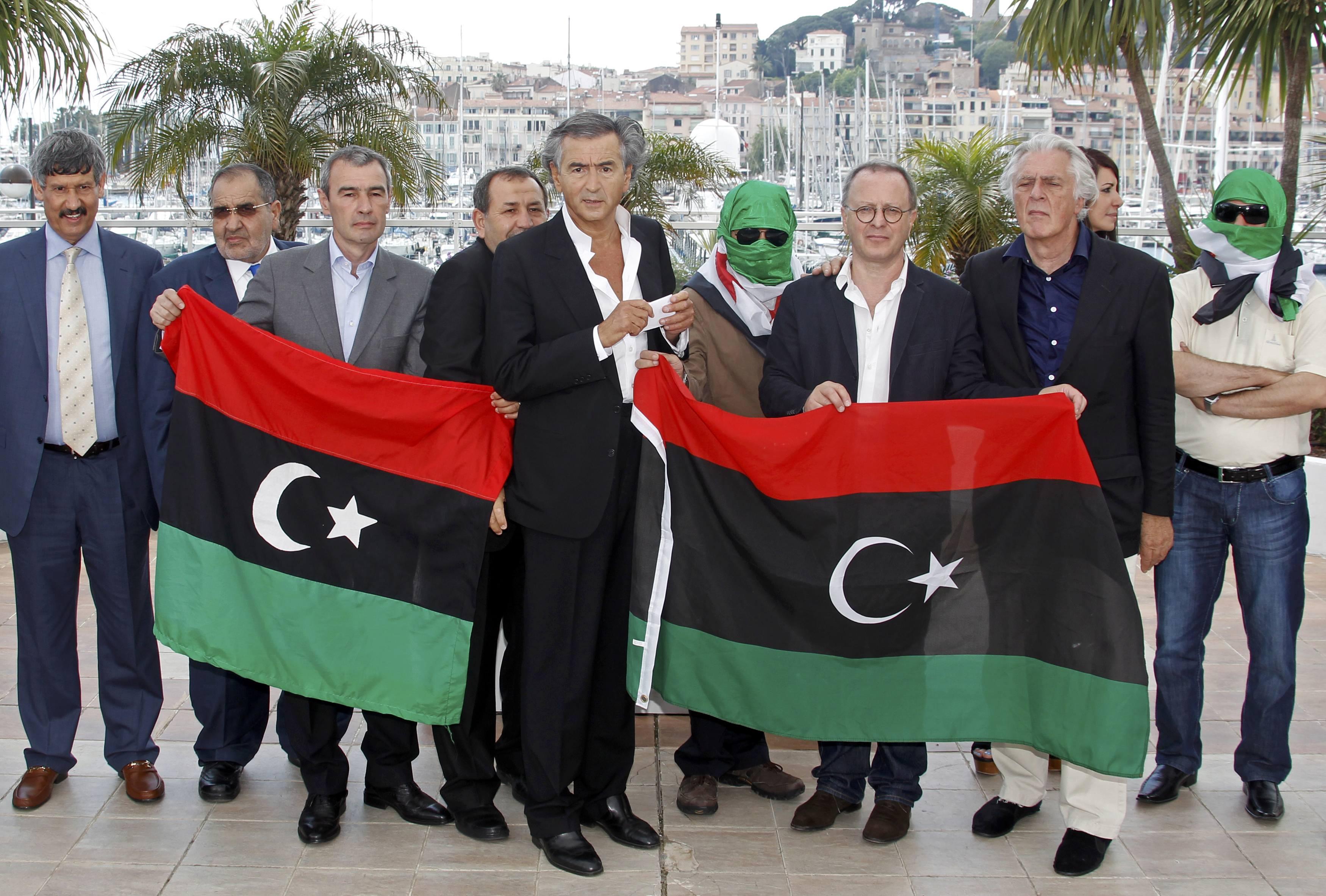 """Bernard-Henri Lévy et l'équipe du film """"Le Serment de Tobrouk"""""""