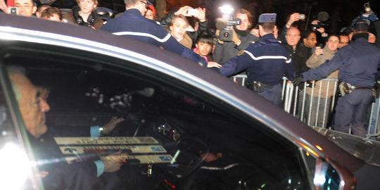 Dominique Strauss-Kahn quitte, ce mercredi 22 février, la caserne de gendarmerie de Lille où il a été entendu par les policiers.