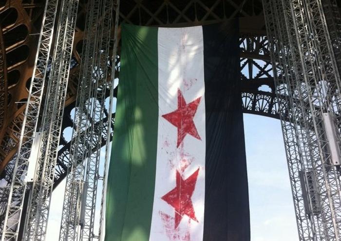 L'ancien drapeau syrien réhabilité par les opposants