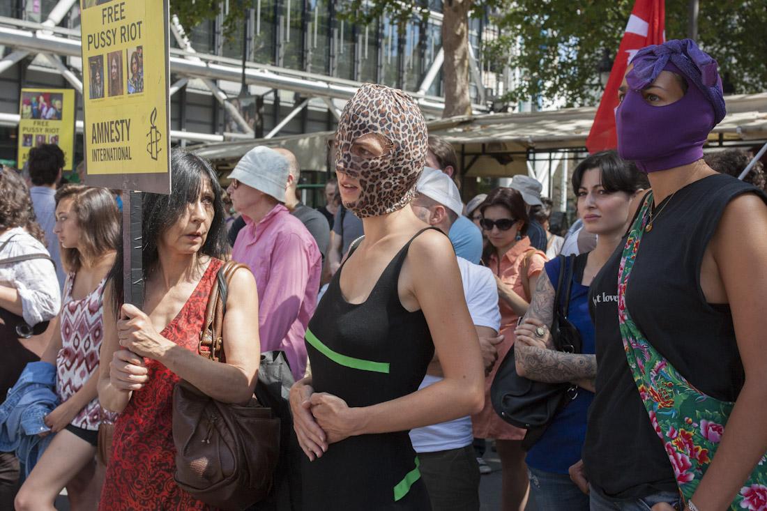 Manifestation en soutien aux Pussy Riots, le 17 août à Paris. (c) Yann Revol