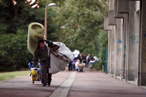 Ce matin, à Évry, plus de 70 Roms ont été expulsés de leur campement.