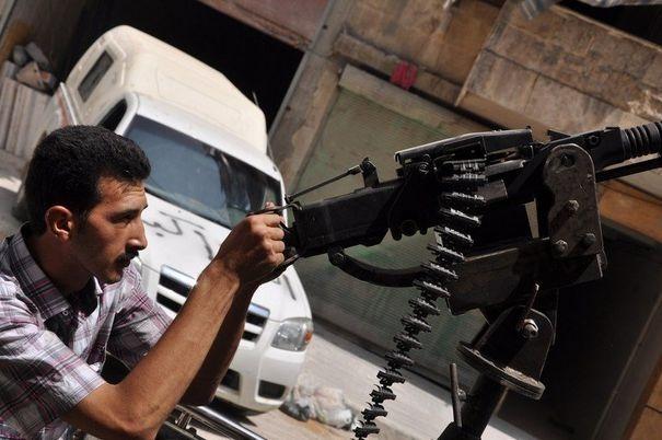 L'Armée syrienne libre, c'est quelques dizaines d'individus, avec quelques armes individuelles, dans l'incapacité de résister même sur une demi-journée ou sur un mètre.