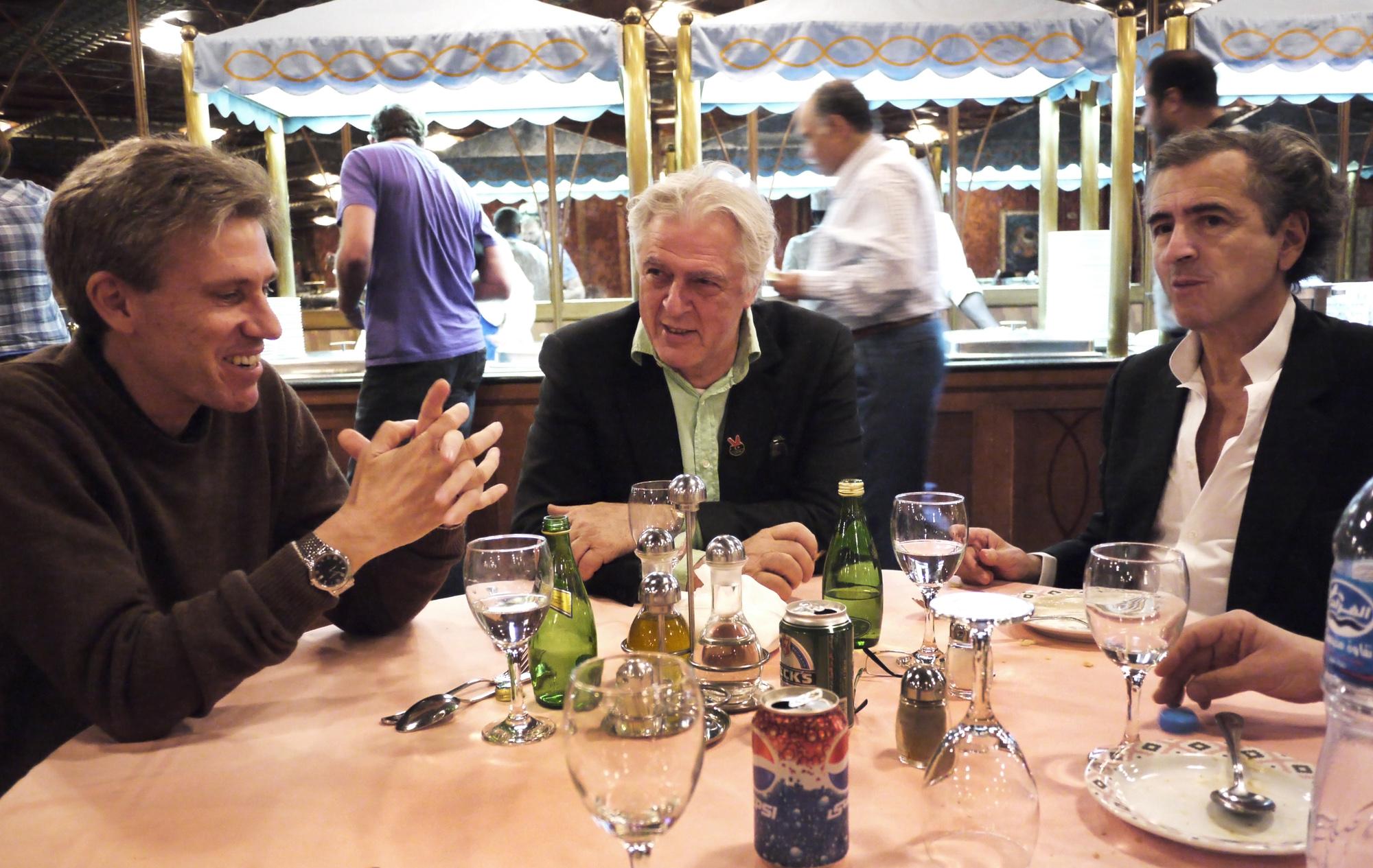 Christopher Stevens, Gilles Hertzog et Bernard-Henri Lévy en Libye. ©Marc Roussel
