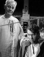 """Scène du film """"La vie est belle"""" de Frank Capra. Clarence, un ange sans aile, est envoyé au secours de George."""