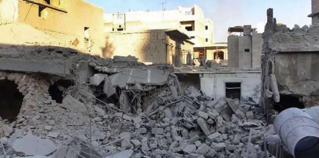 Un raid aérien a fait 44 mort, dont beaucoup de femmes et d'enfants, à A Maaret al-Noomane (nord-ouest de la Syrie), le jeudi 18 octobre 2012