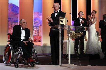 Bertolucci a reçu une Palme d'or en hommage à sa carrière, en 2011.