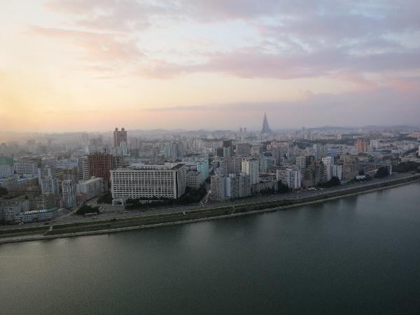 Vue de Pyongyang depuis l'hôtel Yanggakdo © Olivier Racine