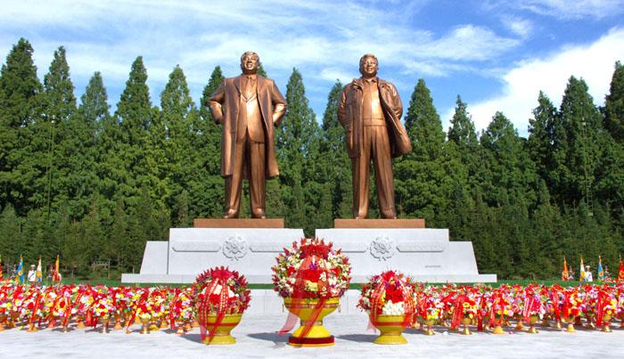 Les statues de Kim Il-sung et de Kim-Jong-il