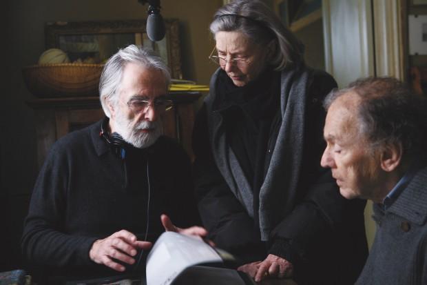 """Michaele Haneke, Emmanuelle Riva et Jean-Louis Trintignant sur le tournage de """"Amour""""."""