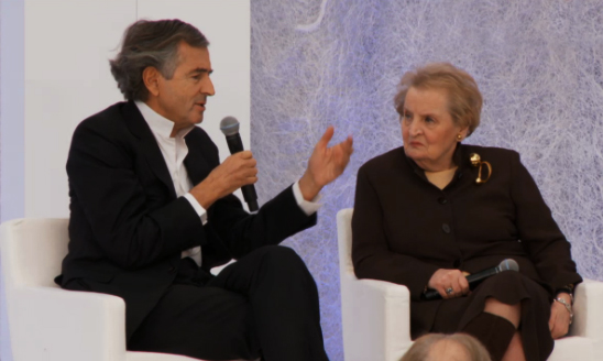 Bernard-Henri Lévy et Madeleine Albright lors du Sommet des Héros de Washington