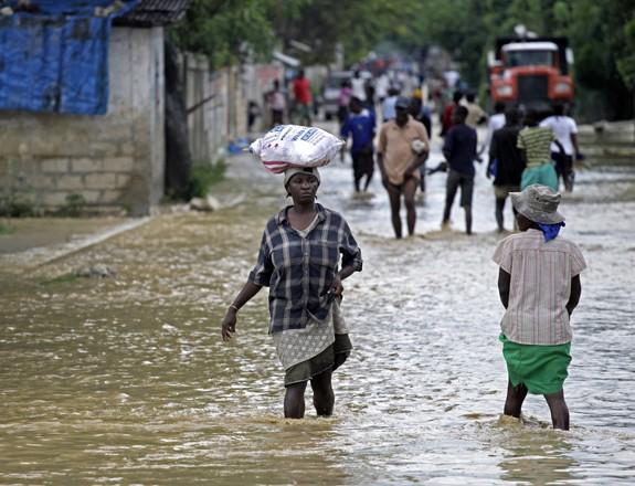 Les rues de La Plaine, en Haïti, après le passage de l'ouragan Sandy.