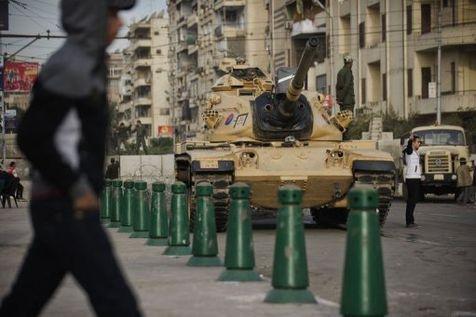 EGYPTE - Un char à proximité du palais présidentiel, le 9 décembre 2012 au Caire.
