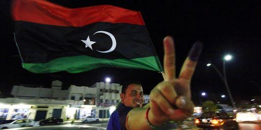 Un Libyen laisse éclater sa joie après avoir voté, samedi 7 juillet 2012 à Syrte.