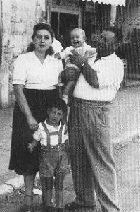 Le jeune Moshé Brand et sa famille.