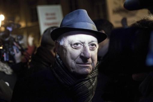 Pierre Bergé conviait dimanche soir, au théâtre du Rond Point, personnalités politiques, intellectuelles, artistiques et scientifiques à poursuivre, à leur manière, la manifestation.