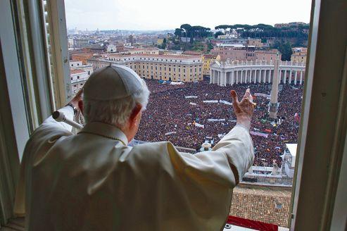 Le 24 février 2013, le pape Benoît XVI lors de son ultime prière de l'Angelus au Vatican.